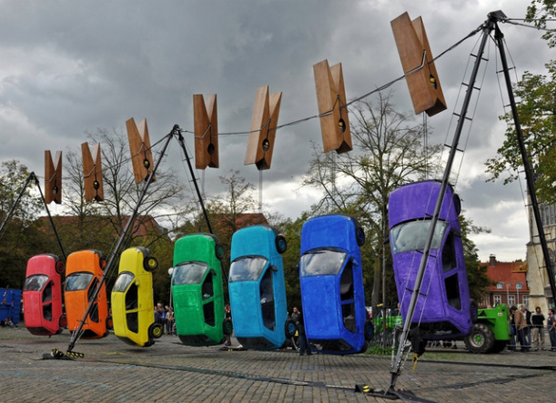 Those are some very serious clothespins! A 2011 piece from Munster, Germany, by Generik Vapeur. Photo by Ingeborg.